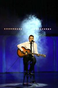 24.Štipendista o.z. LECA Mário Fiantok predviedol svoje hudobné nadanie s vlastnou skladbou Sám
