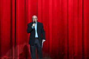 5. Režisér  galaprogramu Laco Halama oznamuje, že PROGRAM SA ZAČÍNA!