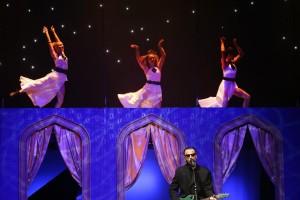 11.  Bez nároku na honorár v galaprograme vystúpil legendárny spevák a hudobník Robo Grigorov