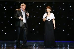 14. V galaprograme vystúpil spevák tiež spevák Karol Konárik so sólistkou Štátnej opery Banská Bystrica Oľgou Hromadovou