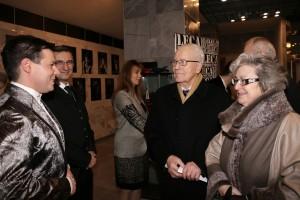 2. Roberto Leca s režisérom Milanom Antolom privítalli Predsedu vlády SSR Petra Colotku s partnerkou