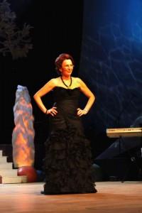 26. Svetovo uznávaná profesorka operného spevu Eva Blahová v šatách od Veroniky Hložníkovej